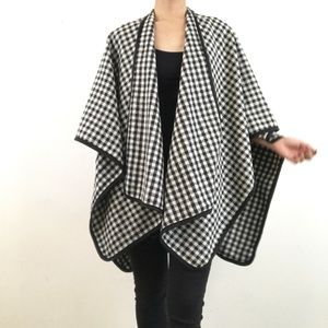 NWOT Womens Houndstooth Poncho Cape